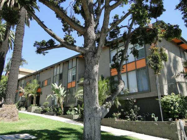1709 N. Fuller Ave. #25 Los Angeles CA 90046 • 1 bed, 1 bath $2,195 (coming soon)