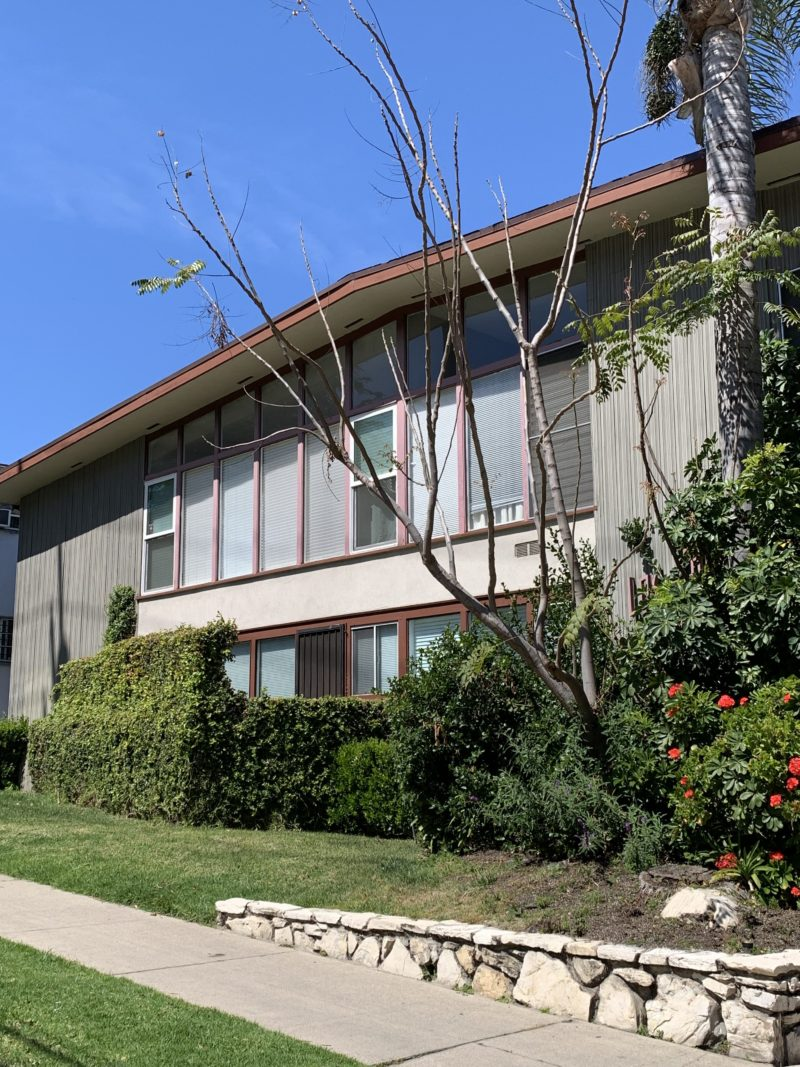 3815 Los Feliz Blvd. #4 Los Angeles CA. 90027 STUDIO w/ wood floors $1,395