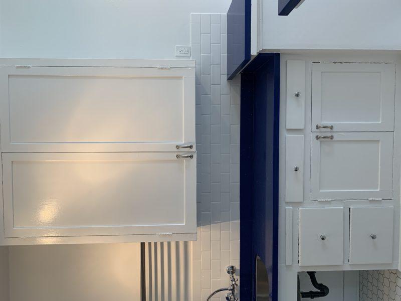 1636 Lyman Place. Los Feliz CA. 90027. Top floor Studio w/ wood floors. $1,595