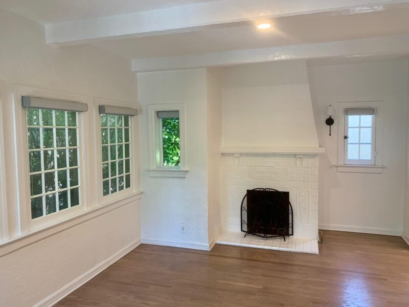 2231 N. Cahuenga Blvd. Los Angeles CA. 90068. 1 Bed, 1 Bath, washer/dryer $2,300