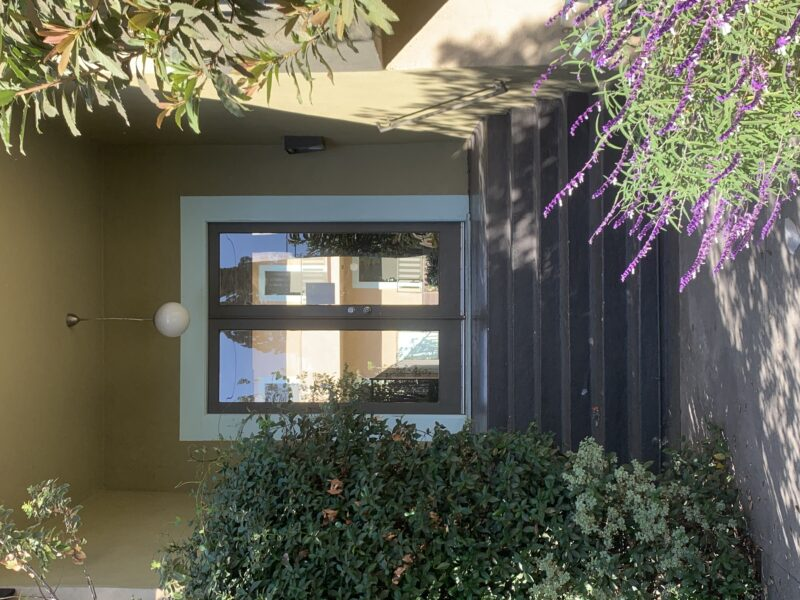 1921 Vista Del Mar Ave. #108 Los Angeles CA. 90068. Studio w/ Parking and Pool $1,495