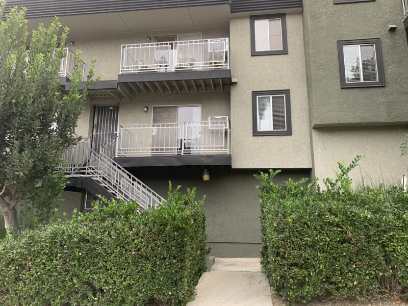 2206 Allesandro St. #102 Los Angeles CA. 90039. 2 Bed, 1 Bath w/ wood floors $2,295