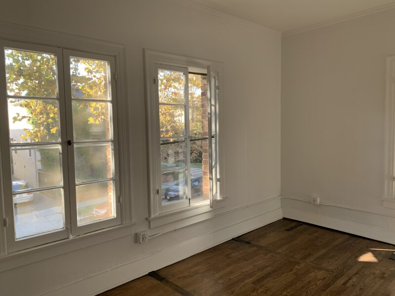 1636 Lyman Pl. #12 Los Angeles CA. 90027. Top floor Studio 1 Bath w/ wood floors $1,595