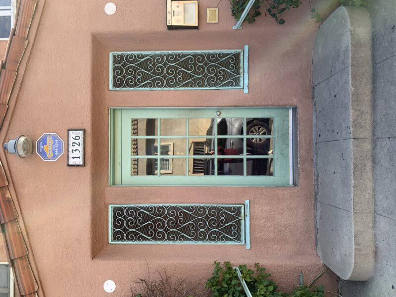 1326 Virgil Place. #14 Los Angeles CA. 90027. Top Floor Studio $1,395