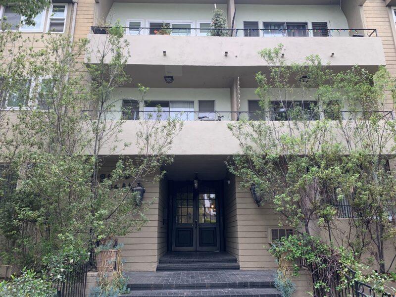 2010 N. Beachwood Dr. #204 Los Angeles CA. 90068. 1 Bed, 1 Bath w/ balcony & parking $1,895