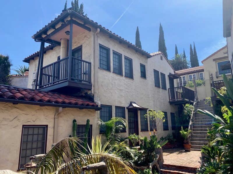 6862 Iris Circle. Los Angeles, CA. 90068. 1 Bed, 1 Bath w/ fireplace and in-unit washer/dryer. $2,500