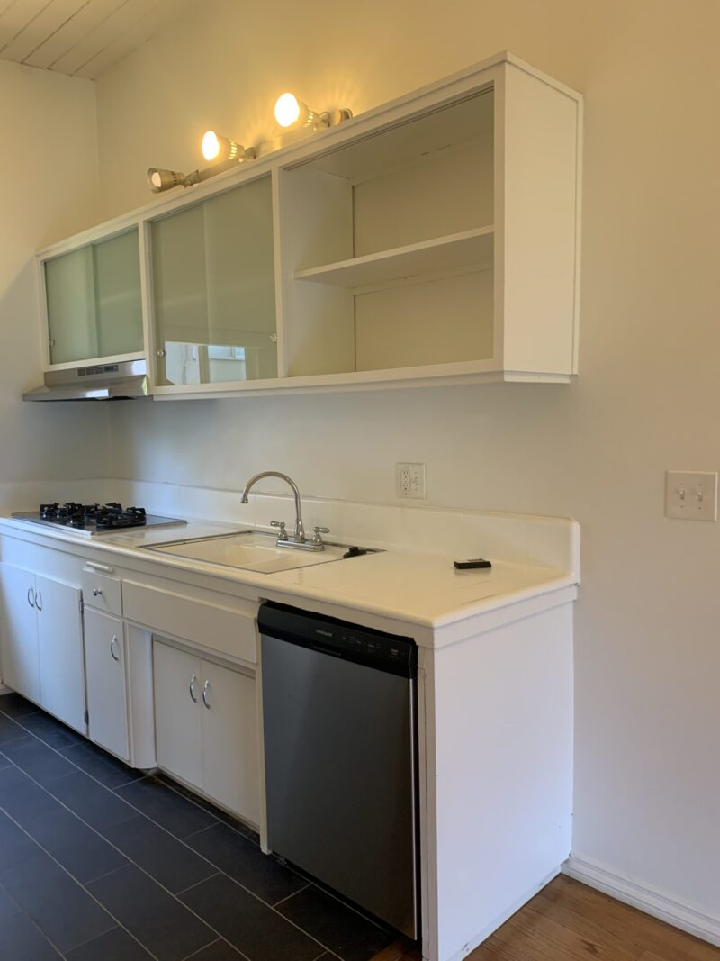 1709 N. Fuller Ave. #26 West Hollywood, CA. 90046. Top floor 1 Bed, 1 Bath w/ parking $2,100.